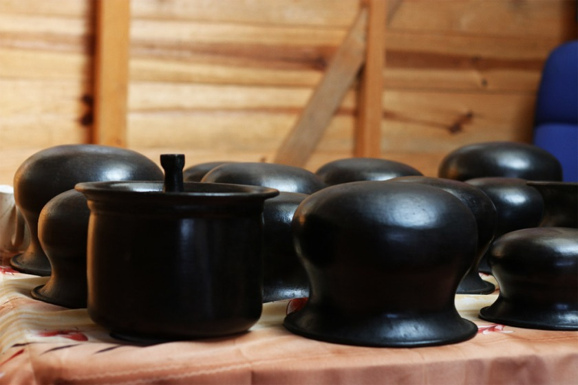 Kitchen items made of Black Pottery